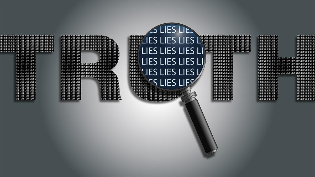Ordet 'truth' står i stora bokstäver. Ett förstoringsglas visar närmre att varje bokstav består av ordet 'lies' upprepade gånger.