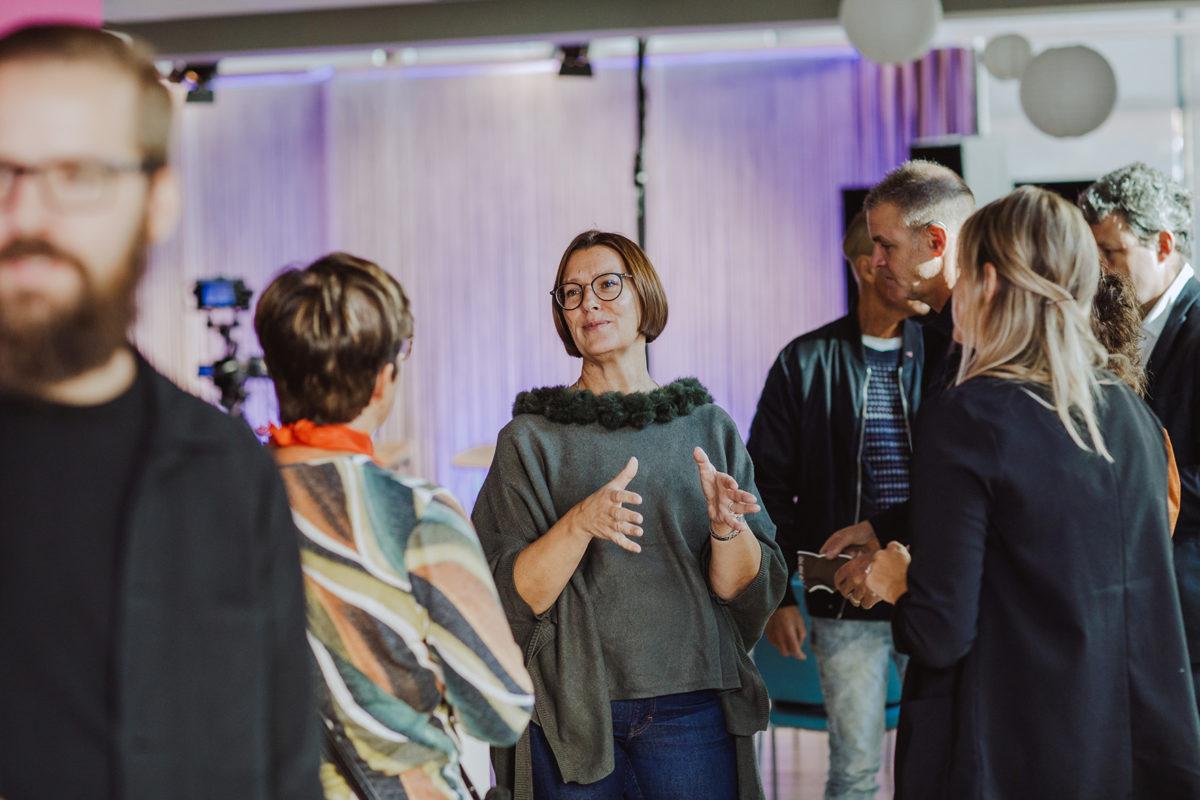 Folk minglar på Campus Varberg under Halland Tech Week 2020